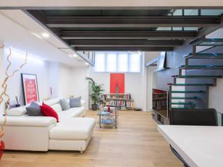 Ristrutturazione appartamento Via Gherardini - Milano Sala multimediale moderna di CasaProgettata.it Moderno