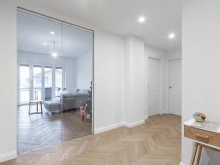 Ristrutturazione appartamento Via Ovada - Milano Ingresso, Corridoio & Scale in stile moderno di CasaProgettata.it Moderno