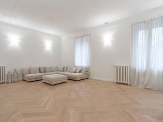 Ristrutturazione appartamento Via Mameli - Milano Sala multimediale moderna di CasaProgettata.it Moderno