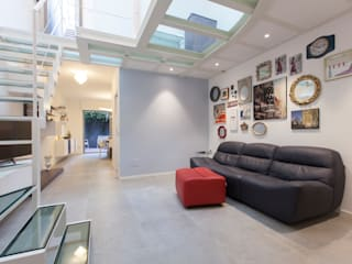Ristrutturazione appartamento 115 mq Via Delfico - Milano Sala multimediale moderna di CasaProgettata.it Moderno