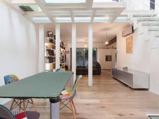 Ristrutturazione appartamento 230 mq Via Delfico - Milano Sala da pranzo moderna di CasaProgettata.it Moderno