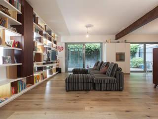 Ristrutturazione appartamento 230 mq Via Delfico - Milano Sala multimediale moderna di CasaProgettata.it Moderno