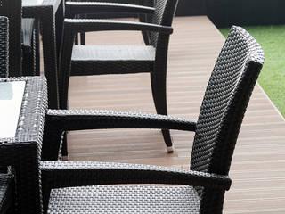FEDURESI Balcones y terrazas de estilo moderno Derivados de madera Acabado en madera