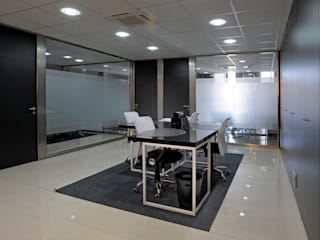 TABIQUES Y TECNOLOGIA MODULAR S.L Offices & stores Glass Grey