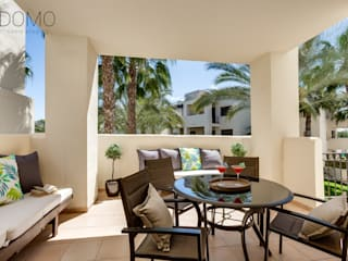 Home Staging en un Apartamento Vacacional en Murcia Domo Home Staging Balcones y terrazas de estilo moderno