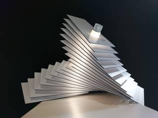 Lampe à poser VWYZ par Alain Pelletier Luminaires Moderne