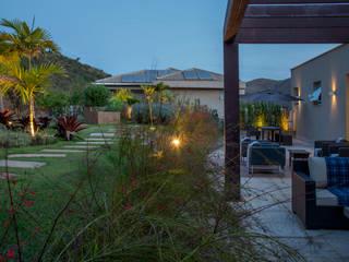 Tropical style garden by CP Paisagismo Tropical