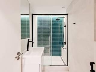 Apartamento Estefânia Casas de banho modernas por meta.atelier Moderno