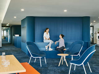 Pasillos, halls y escaleras minimalistas de INpuls interior design & architecture Minimalista