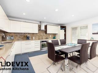 Kitchen cabinets in Toronto: modern  by Devix kitchens,Modern