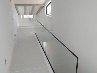 Torlaca Pasillos, vestíbulos y escaleras de estilo moderno