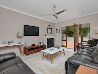 Home Staging - Contemporary by Eden Interiors (Pty) Ltd Minimalist