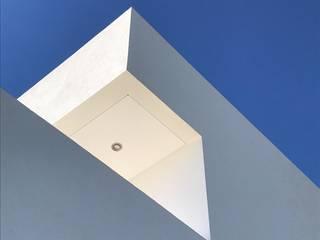 Casas minimalistas de LLACAY arquitectos Minimalista