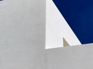 LLACAY arquitectos Minimalist house