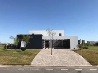 by LLACAY arquitectos Мінімалістичний