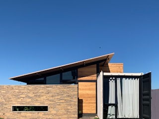 by Casa Container Marilia - Barros Assuane Arquitetura Industrial