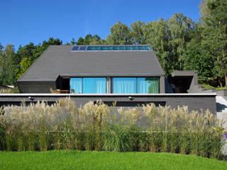 Dom na skarpie w Płocku od MAG Architekci Nowoczesny