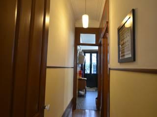 Couloir, entrée, escaliers rustiques par MJARC - Arquitetos Associados, lda Rustique