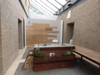 Cucina con parete in legno HBCL Cucina moderna