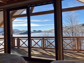 Casa JH - Lago Castor Dormitorios de estilo rústico de WINTERI Rústico