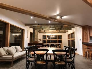 WINTERI Rustic style dining room