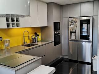 Linhas Direitas POrto 現代廚房設計點子、靈感&圖片