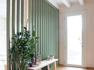 Marianna Porcellato Porvett Scandinavian style corridor, hallway& stairs Wood Green
