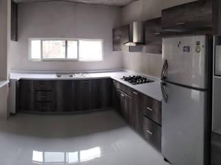 """Cocina en """"U"""" Lombardia y blanco brillante de Cocinas y Closets Design Studio Minimalista"""