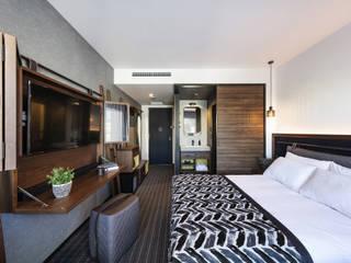 GUEST ROOM -THE LIVELY AZABUJUBAN TOKYO- モダンなホテル の 株式会社DESIGN STUDIO CROW モダン