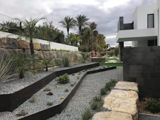 Minimalist style garden by Ecossistemas Minimalist