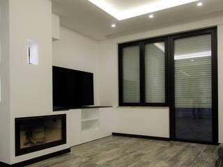 04_FL Soggiorno moderno di Mgarchitects Moderno
