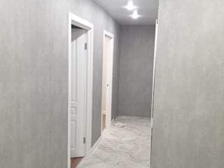 Minimalistyczny korytarz, przedpokój i schody od Прямой Угол Minimalistyczny