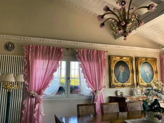 UNA CASA ROMANTICA Sala da pranzo in stile classico di INGA Classico