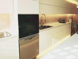 Remodelación Cocina San Damian Aravena Alruiz Cocinas de estilo minimalista Blanco
