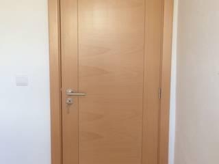 Portas interiores em madeira de Faia Vaporizada por Beiramadeiras Decor Representações Lda. Moderno
