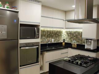 Apartamento Cozinhas modernas por Theresa Leite Moderno