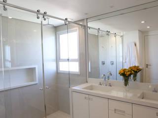 Projeto Residencial Banheiros modernos por SP Arquitetos Moderno