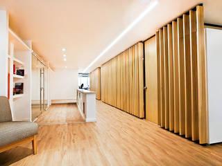 Reforma de Oficinas en Microcentro Pasillos, vestíbulos y escaleras modernos de Ba75 Atelier de Arquitectura Moderno