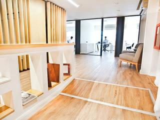 Reforma de Oficinas en Microcentro Livings modernos: Ideas, imágenes y decoración de Ba75 Atelier de Arquitectura Moderno