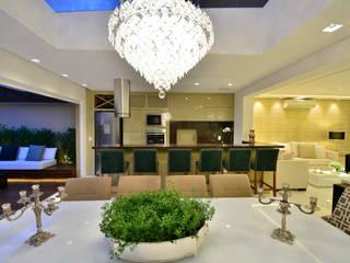 Integraçao com exterior Salas de jantar modernas por marli lima designer de interiores Moderno