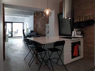 Miniloft en Molins de Rei ecoarquitectura Cocinas de estilo minimalista