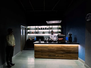 Bikers café Industrial style bars & clubs by Ashoka Design Studio, Jaipur Industrial