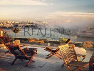 Moradia na encosta do Rio Douro por Realfolio Estate Clássico
