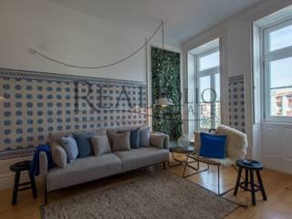 Apartamento de charme no centro do Porto Salas de estar clássicas por Realfolio Estate Clássico