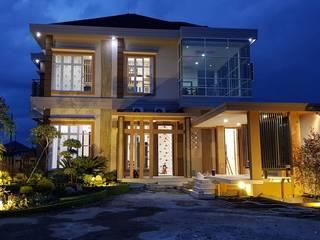 """Konstruksi Rumah Pekanbaru """"Free Easy Theme"""" Oleh INTERIAU LIVING Klasik"""