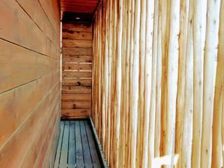 VIVIENDA, CONDOMINIO PICHILEMU Pasillos, halls y escaleras rústicos de KIMCHE ARQUITECTOS Rústico