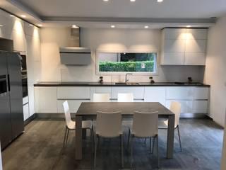 Appartamento Robbiano TREZZI INTERNI SNC DI TREZZI FAUSTO, FRANCESCO E DARIO Cucina attrezzata