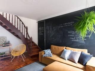 INÁ Casa Fernando e Anna INÁ Arquitetura Sala de estarSofás e divãs
