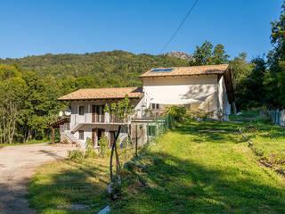 Casa nei Boschi Case in stile rustico di Fei Studio Rustico