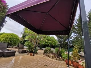 Pergola Ipanema com luzes Led Jardins clássicos por Sombra&Constroi Clássico